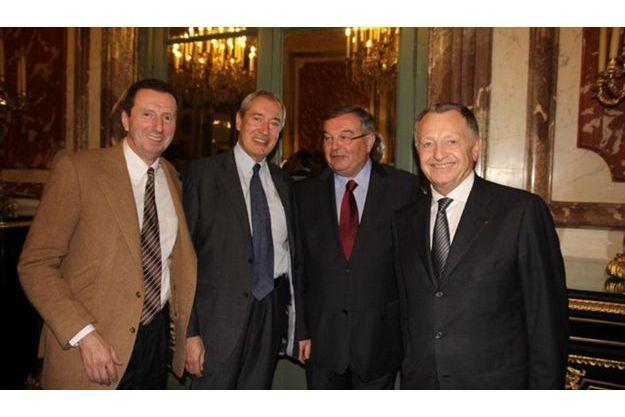 De g. çà dr. : Pierre Botton, Jacques Pelissard, député-maire UMP de Lons-le-Saulnier, le ministre de la Justice Michel Mercier et Jean Michel Aulas, président de l'Olympique lyonnais.