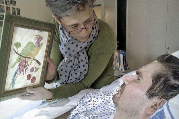 Au printemps 2013, au CHU de Reims. Une parente de Vincent, tente d'établir le contact grâce à un dessin.