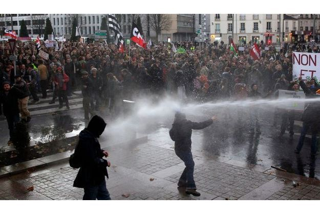 Manifestation de plusieurs milliers de personnes à Nantes.