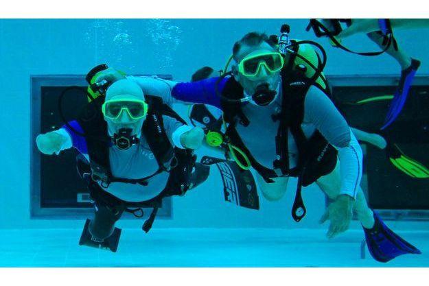 Le 10 janvier 2013, à Bruxelles, au centre Nemo33, Philippe Croizon s'entraîne pour devenir plongeur professionnel dans la piscine la plus profonde d'Europe par 33 mètres de profondeur.