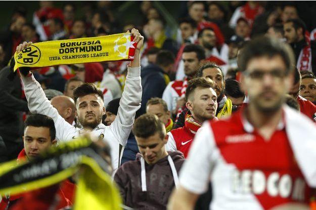 Dans les tribunes, les supporters ont affiché leur soutien.