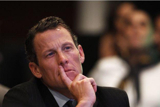 Lance Armstrong va être jugé en mai 2018.