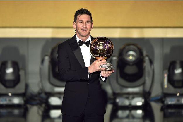 Lionel Messi et son cinquième Ballon d'or.