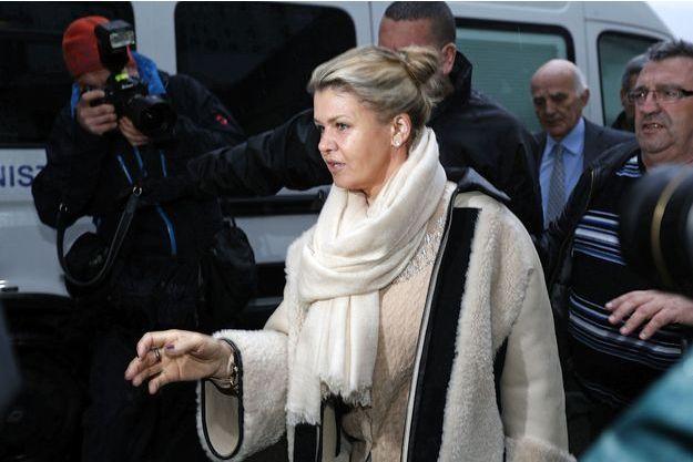 Corinna Schumacher arrive au CHU de Grenoble vendredi.