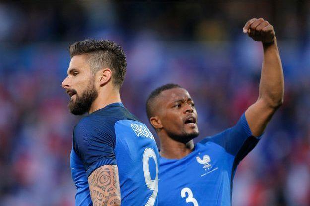 Patrice Evra demande au public d'applaudir Olivier Giroud