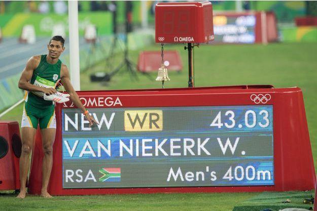 "Wayde Van Niekerk a établi le nouveau record du monde du 400 mètres en 43""03"