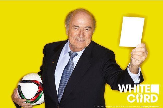 Sepp Blatter, souriant pour une opération pour la paix dans le monde.