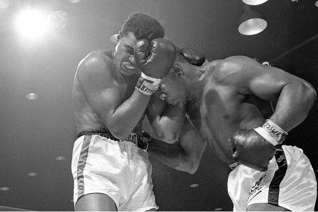 Mohamed Ali et Sonny Liston, en février 1964.
