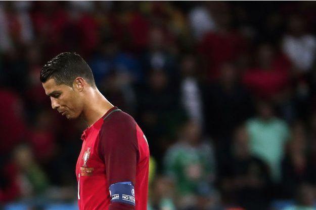Cristiano Ronaldo, tête basse face à l'Islande