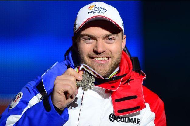 David Poisson, ici avec sa médaille de bronze décrochée lors de l'épreuve de descente aux championnats du monde de Schladming en Autriche, en février 2013.
