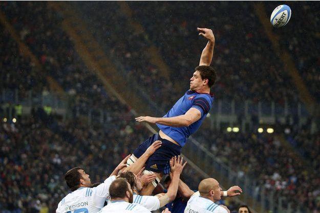 Le Bleu Alexandre Flanquart saute, dimanche, dans le stade olympique de Rome.