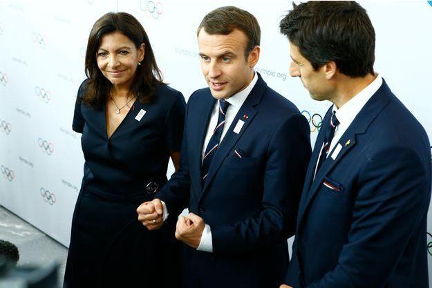 Anne Hidalgo, Emmanuel Macron et Tony Estanguet, à Lausanne (Suisse).