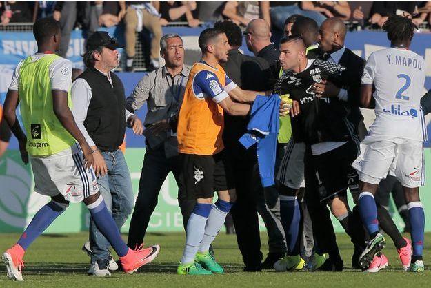Les supporters de Bastia ont attaqué des joueurs de l'OL.
