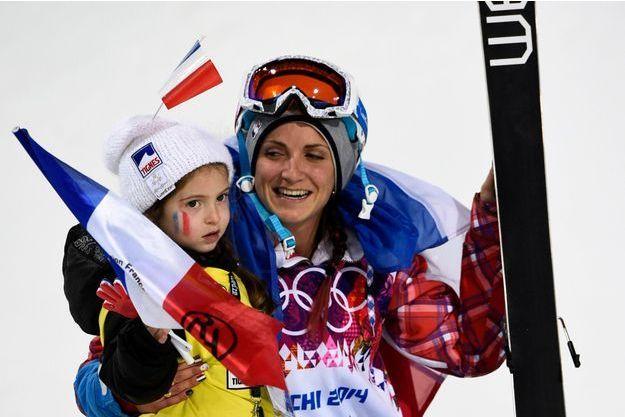 Marie Martinod sur le podium avec sa fille Mely Rose
