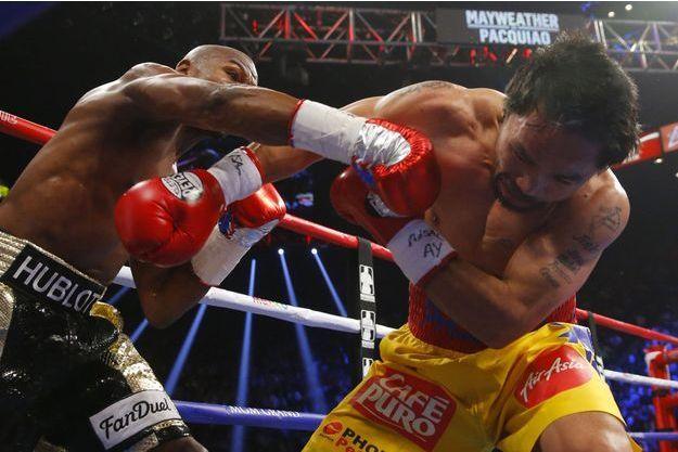 Manny Pacquiao et Floyd Mayweather, pendant leur combat samedi à Las Vegas.