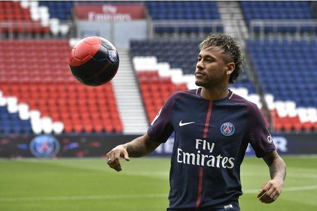 En tribunes avec sa famille, Neymar a vibré pour le PSG