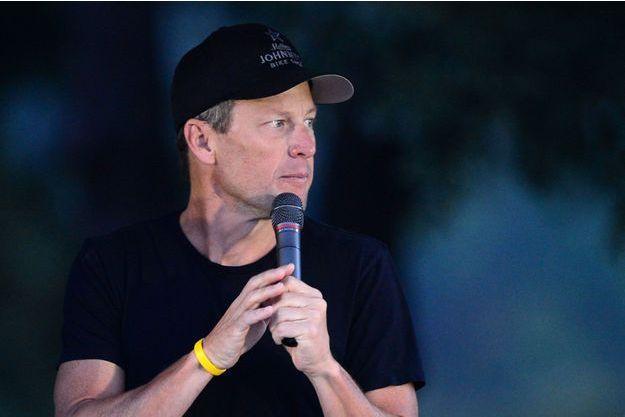 Lance Armstrong passe à l'attaque.