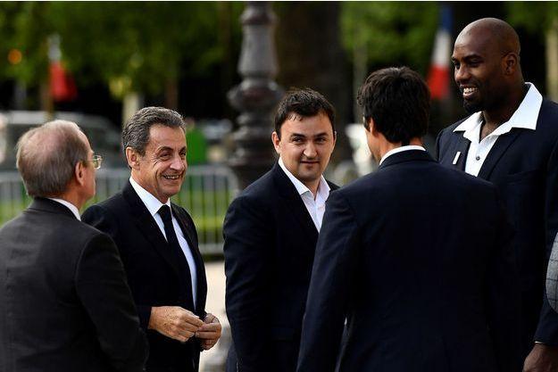 Nicolas Sarkozy discute avec Tony Estanguet et Teddy Riner avant la réception au Petit Palais.