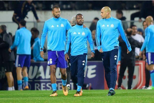 Patrice Evra a été raccompagné à la sortie du terrain par ses équipiers.