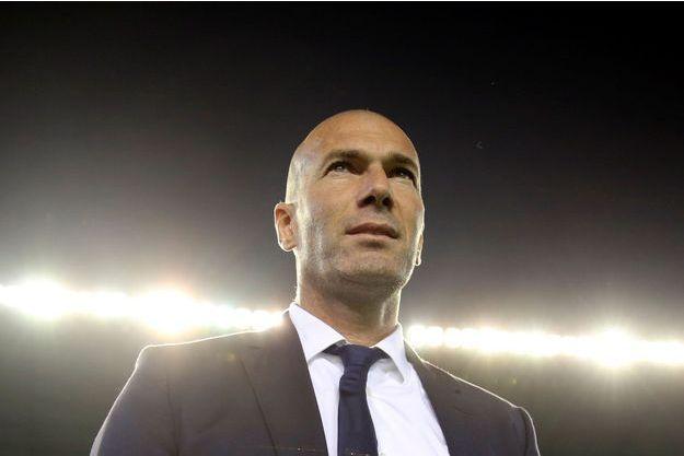 """Zinédine Zidane juge """"dérangeants"""" les mots de Hollande sur les footballeurs"""