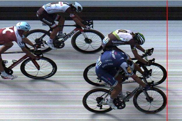 La photo-finish du sprint d'arrivée. Marcel Kittel est en bleu.