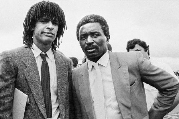 Yannick Noah et son père Zacharie Noah, le 20 juin 1983 à Yaoundé.