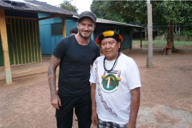 Lors de son voyage au Brésil, David Beckham a pu rencontrer Davi Kopenawa, porte-parole des Indiens yanomami.