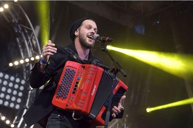 Claudio Capéo en concert place du Palais à Compiegne, 2016