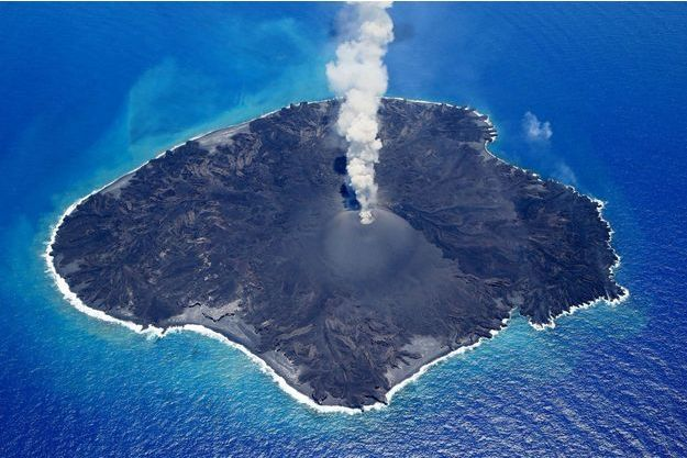 L'île volcanique de Nishinoshima au Japon.
