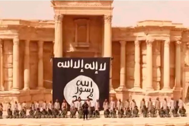 La vidéo de l'Etat Islamique diffusée samedi montre 25 soldats du régime syrien exécutés par des adolescents