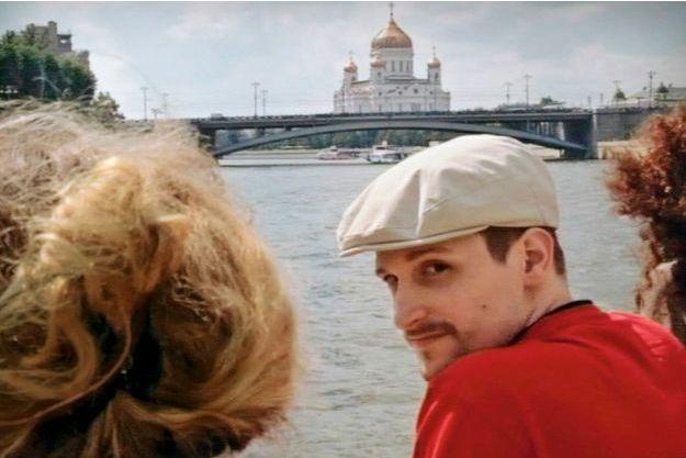 31octobre2013. Edward Snowden devant la cathédrale du Christ-Sauveur, à Moscou.
