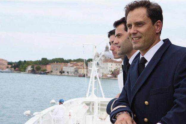 Sur la passerelle du « Soléal », une partie de l'équipage. Au premier plan : Mathieu Petiteau, chef mécanicien, le lieutenant Théotime Toussaint et François Lardez, infirmier