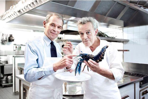 Ci-dessus, Jean-Jacques Aillagon et Alain Passard, qui expose à la villa Les Roches brunes.