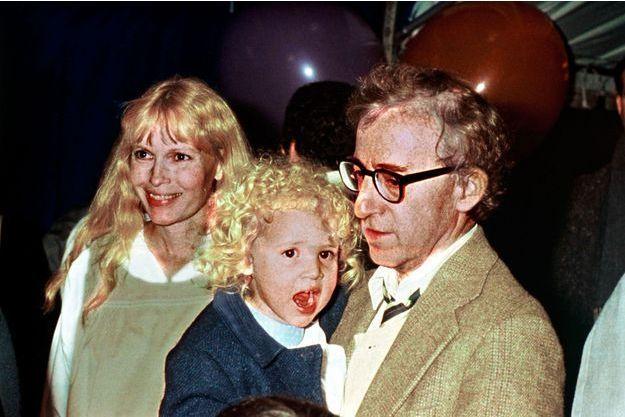 En 1987, Woody Allen, Mia Farrow et Dylan.