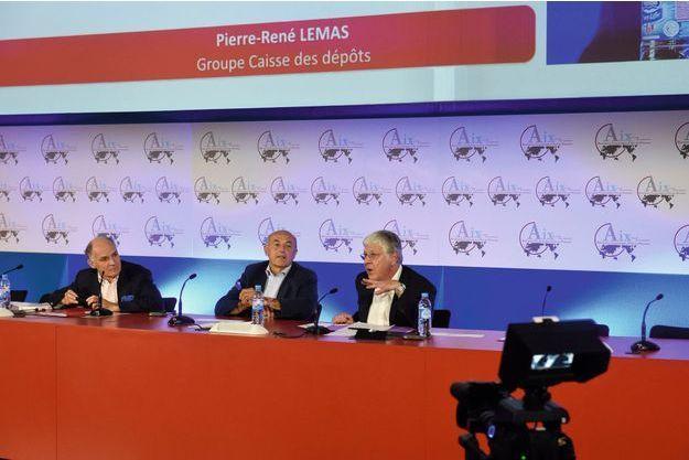 Dimanche  6 juillet, Jean-Hervé Lorenzi entouré de Pierre-André  de Chalendar (à g.) et Pierre-René Lemas, ex-secrétaire général  de l'Elysée, aux Rencontres économiques d'Aix-en-Provence.