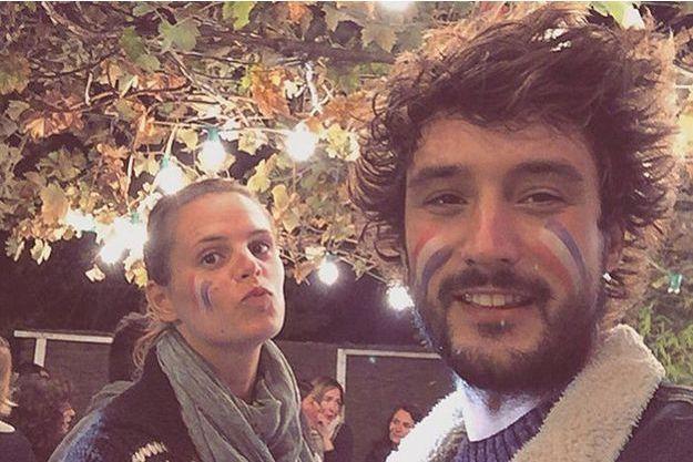 Laure Manaudou et Jérémy Frérot soutiennent l'équipe de France de rugby le samedi 17 octobre 2015.