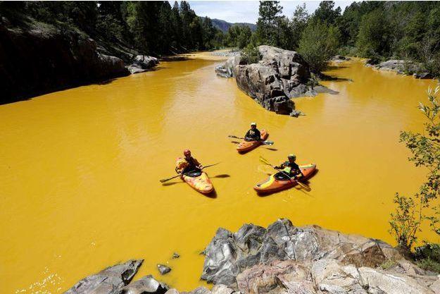 L'animas est devenu orange suite à l'écoulement des déchets liquides.