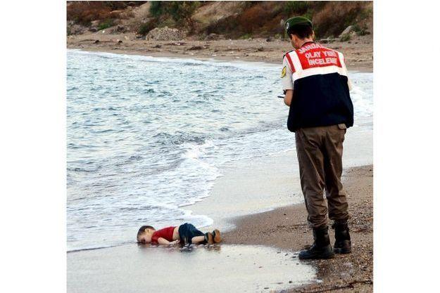 Le policier a découvert le corps sans vie du petit Aylan.