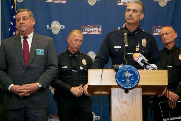Bill McSweeney et Kirk Albanese, les deux policiers en charge de l'enquête, lors de la conférence de presse après l'arrestation d'Alexander Hernandez.