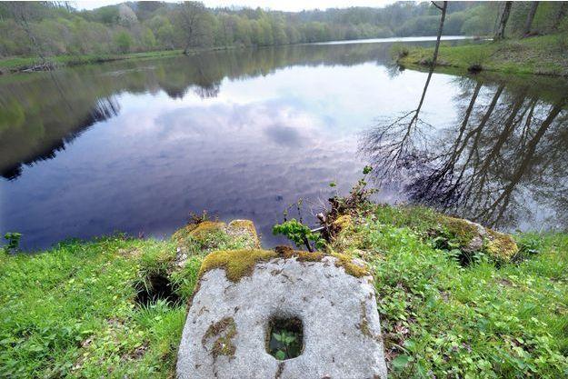 Le petit Loan a été enterré près d'un étang de la commune de Saint-Sulpice-Les-Champs, dans la Creuse.