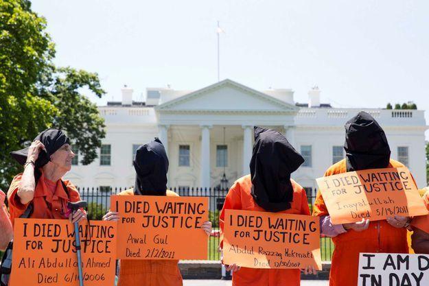 Une manifestation marquant les 100 jours de grève de la faim à Guantanamo devant la Maison Blanche, le 17 mai.