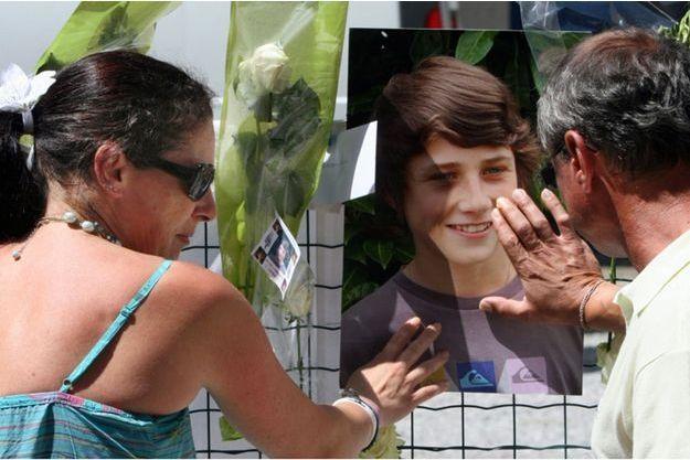 Une marche blanche était organisée en mémoire d'Alexandre, à Pau le 2 juillet 2001, quelques jours après la découverte de son fémur.