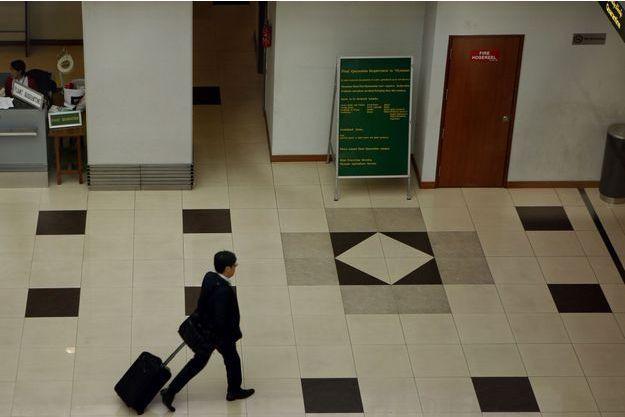 Un homme a été interpellé alors qu'il transportait une femme dans une valise.