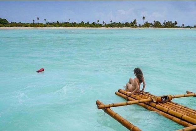 """Dans """"Adam recherche Eve"""", les candidats viennent chercher l'amour sur une île paradisiaque dans le plus simple appareil."""