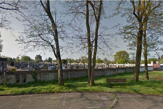 Le cimetière de Salbris dans le Loir-et-Cher où une femme va être exhumée de la tombe qu'elle occupait avec son ancien mari depuis 2011.