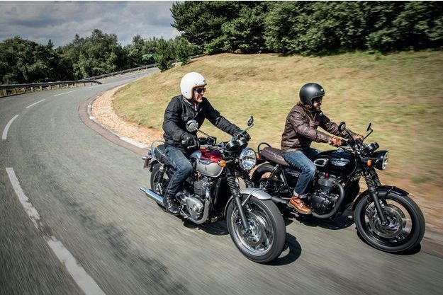 Les Triumph T120 et T120 Black sur la route. Malheureusement, il faudra encore patienter pour l'essayer vraiment.