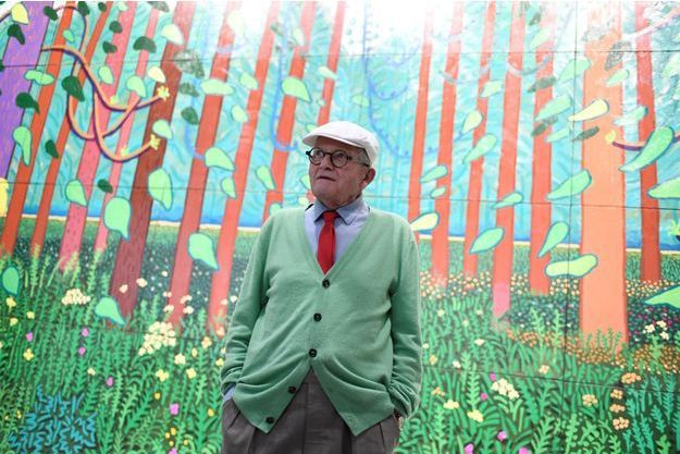 David Hockney devant « The Arrival of spring in Woldgate, East Yorkshire » (2011), dont il a fait don au Centre Pompidou, à Paris.