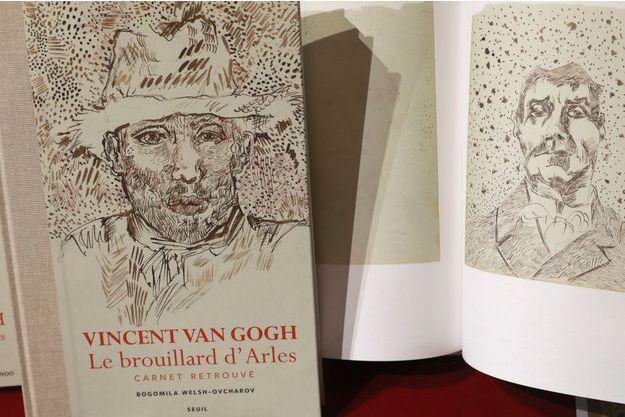 Le carnet de dessins originaux de Van Gogh.