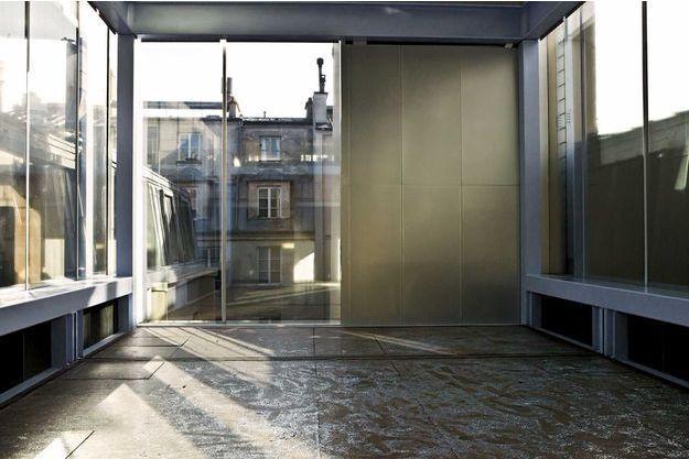 Le dernier étage du bâtiment rue du Plâtre est baigné de lumière naturelle.