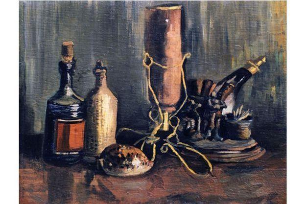 Nature morte aux bouteilles, ornements de cheminée, coquillage (1884)